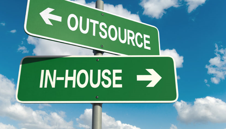 seo inhouse hay outsource